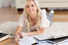 Étudiant universitaire avec du charme blond Photo libre de droits