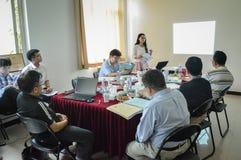 Étudiant universitaire chinois pendant la présentation 3 Image libre de droits