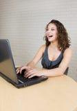 Étudiant universitaire heureux photo stock