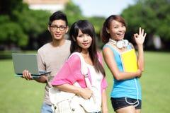 Étudiant universitaire heureux de fille Photos stock