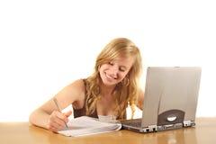 Étudiant universitaire travaillant dur Photographie stock libre de droits