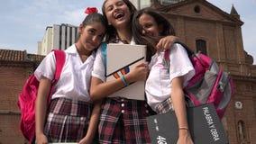 Étudiantes et amis de l'adolescence Image libre de droits
