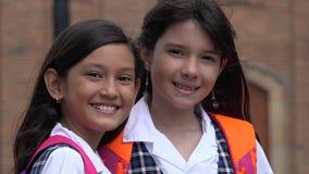 Étudiantes et amis de sourire Images libres de droits