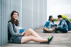 Étudiants à l'extérieur Photos stock