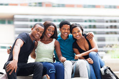 Étudiants africains à l'extérieur Photographie stock libre de droits