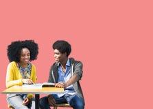 Étudiants africains étudiant apprenant l'éducation Image stock