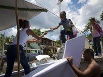Étudiants brésiliens montant à bord du ferry-boat Nordeste Photographie stock
