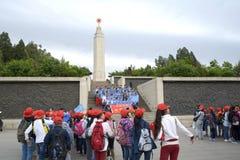 Étudiants chinois avec peu de capuchon rouge Image libre de droits