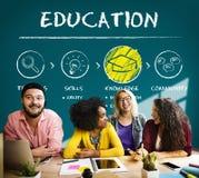 Étudiants d'intelligence d'éducation apprenant le concept Image stock