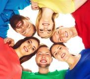 Étudiants dans l'habillement coloré se tenant ensemble Photos libres de droits