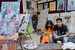 Étudiants dans l'université de la musique et des beaux-arts dans l'Inde, Kerala photographie stock libre de droits