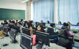 Étudiants dans la classe d'ordinateur Photographie stock libre de droits