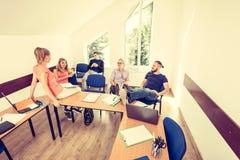 Étudiants dans la salle de classe pendant la coupure Photo libre de droits