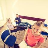 Étudiants dans la salle de classe pendant la coupure Images libres de droits