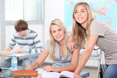 Étudiants dans une salle de classe Photo stock