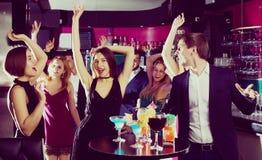Étudiants dansant sur l'événement Image stock