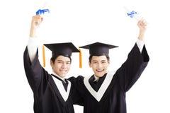 Étudiants de graduation heureux d'isolement sur le blanc Photos libres de droits