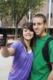 Étudiants de lycée prenant l'autoportrait Photographie stock libre de droits