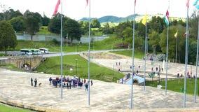 Étudiants de monument de mémorial de guerre de la Colombie Tunja dans la visite clips vidéos