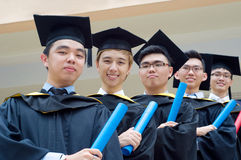Étudiants de troisième cycle asiatiques Photographie stock libre de droits