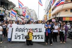 Étudiants et marche de citoyens. Été en désaccord avec la législation Thaïlande de l'amnistie du gouvernement Images stock