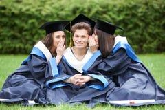 Étudiants heureux de graduation Photos stock