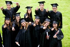 Étudiants heureux de graduation Photos stock