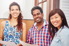 Étudiants interraciaux comme amis Photos libres de droits