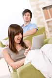 Étudiants - jeune femme avec l'ordinateur d'écran tactile Photo stock