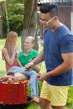 Étudiants pendant le barbecue Photographie stock libre de droits