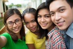 Étudiants prenant le selfie Photographie stock