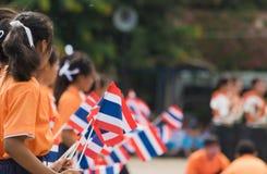 Étudiants thaïlandais participant la cérémonie de 100th aniversary de Photographie stock libre de droits
