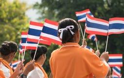 Étudiants thaïlandais participant la cérémonie de 100th aniversary de Photographie stock