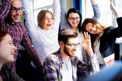 Étudiants travaillant sur des ordinateurs Images libres de droits