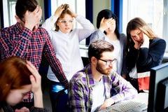 Étudiants travaillant sur des ordinateurs Photo stock