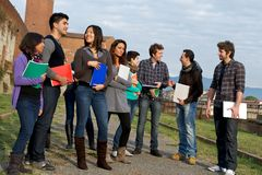 Étudiants universitaires multi-ethniques photo stock