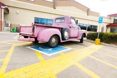 Évènements mémorables chevy roses de camion garés Image libre de droits