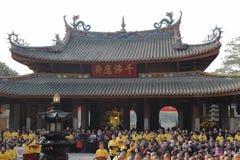 Événements de masse de charité dans le temple du sud de putuo image libre de droits