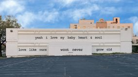 Évêque mural Arts District, Dallas, le Texas de textes de Stevie Ray Vaughn Images stock