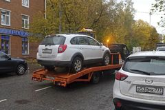 Évacuation de la voiture après l'accident photo stock