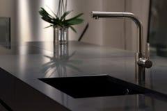 Évier de granit et robinet élégant image libre de droits