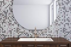 Évier gris de salle de bains de tuile Image stock