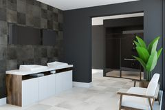 Évier jumel en bois dans le coin carrelé de salle de bains Images libres de droits