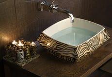 Évier moderne de salle de bains Photo stock