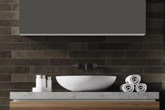 Évier noir de salle de bains de brique Photos stock