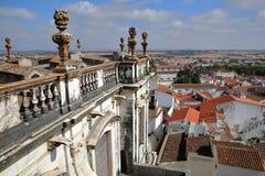 ÉVORA, PORTUGAL: Vista da cidade do telhado do SE da catedral foto de stock royalty free