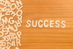 Éxito de la palabra hecho con las letras de madera del bloque Imagen de archivo libre de regalías