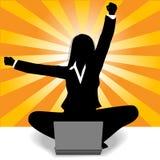 Éxito del ordenador portátil de la celebración de la mujer de negocios ilustración del vector