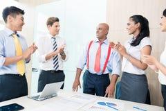 Éxito indio de la información del CEO en la reunión de negocios Fotos de archivo libres de regalías