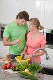 Être amoureux dans la cuisine Images libres de droits